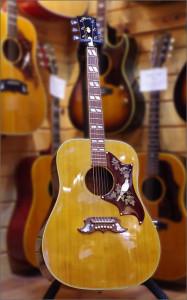 Gibson DOVE 68年製の写真