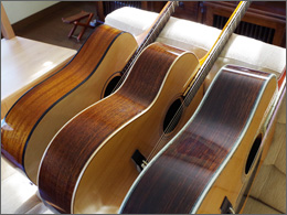 ギターのボディの厚みの写真